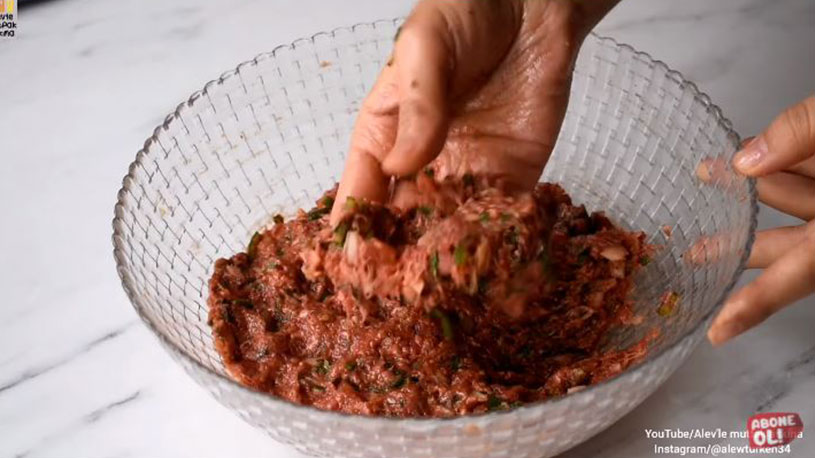 Çiğ İç Malzemeden Çaya Çok Yakışan Mini Pide Tarifi 1
